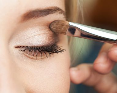 4 Expert Tips For Dealing With Oily Eyelids