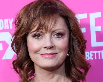 The Exact Foundation That Gives Susan Sarandon Her Youthful Glow at 71 Years Old