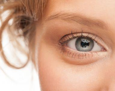 4 Easy Ways to Reduce Puffy Eyes
