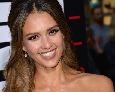 Jessica Alba's Genius Eye De-Puffing Move Is Magic