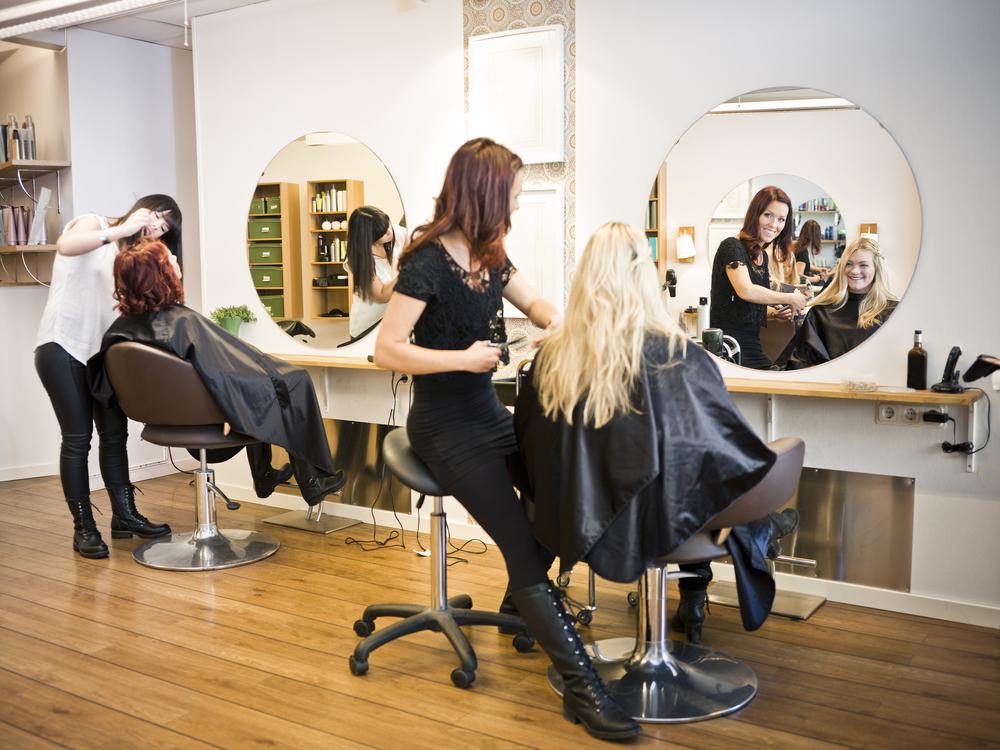 5 things you should never do at the salon hair color for Salon esthetique homme paris