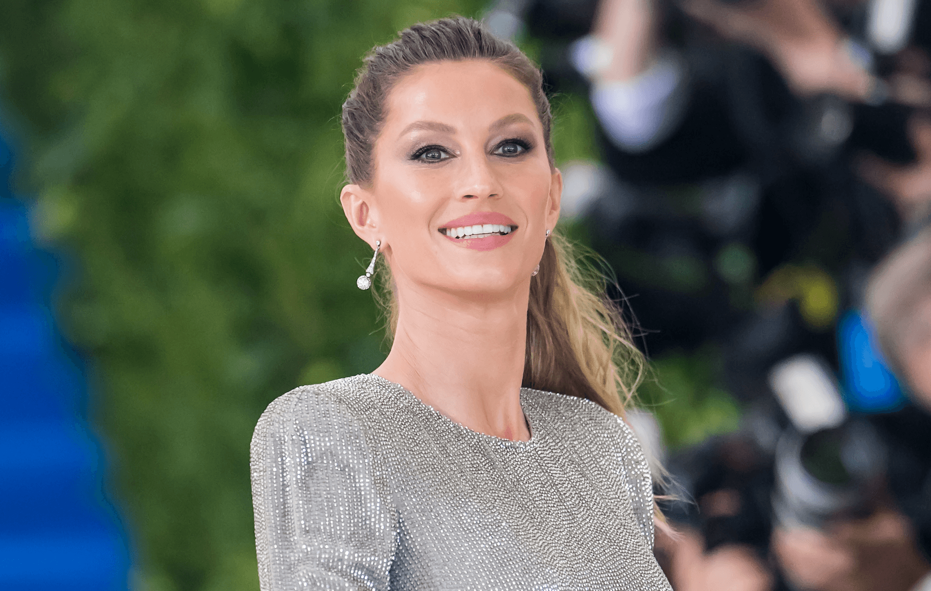 Gisele Bündchen Stuns Makeup-Free on The Cover of Vogue Italia