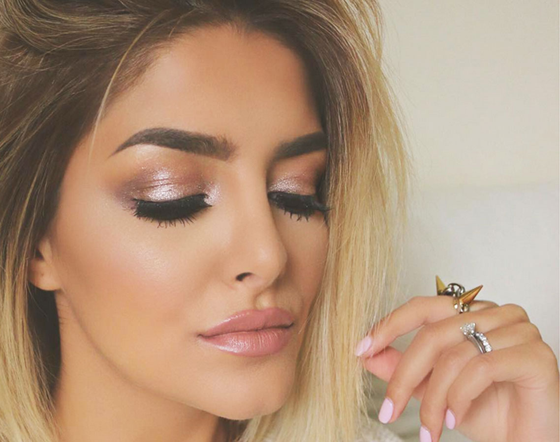 sophisticated ways to wear shimmery makeup lip color makeup the beauty authority newbeauty. Black Bedroom Furniture Sets. Home Design Ideas