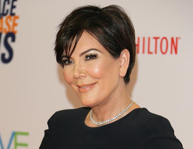Kris Jenner Earlobe Surgery Celebrity Dailybeauty The Beauty