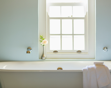 The AAD Recommends Bathing in Bleach to Treat This Common Skin Problem