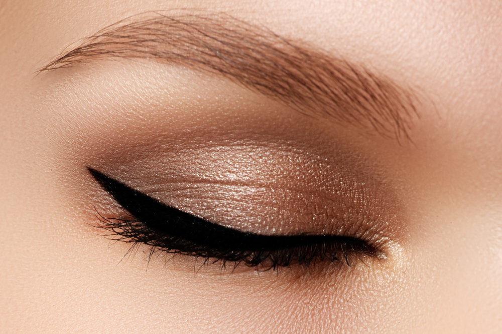 New Cat S Eye Liner Tool Dailybeauty The Beauty