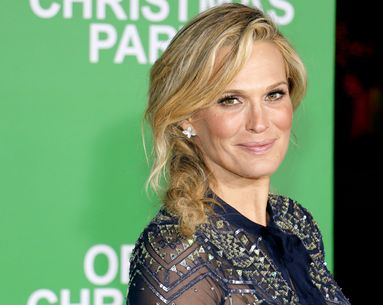 Molly Sims Gives Us a Glimpse Into Her Relaxing Bathroom