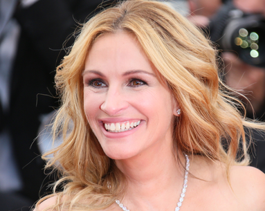 Julia Roberts Just Dyed Her Hair a Color That Was Iconic in the '90s