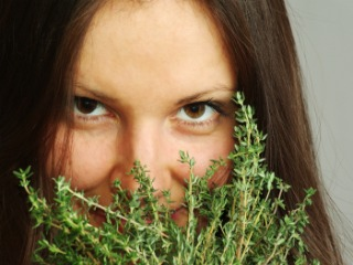 Thyme Treats Acne Better Than Medication, Study Finds