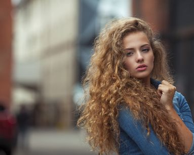 The Real Reason Your Hair Keeps Getting Frizzy (No Matter How Many Serums You've Tried)