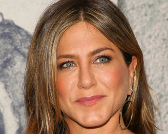 The Facial Jennifer Aniston Uses to Firm, Sculpt and Lift Her Skin