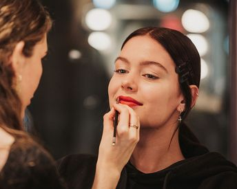 6 Ways to Anti-Age Your Lips