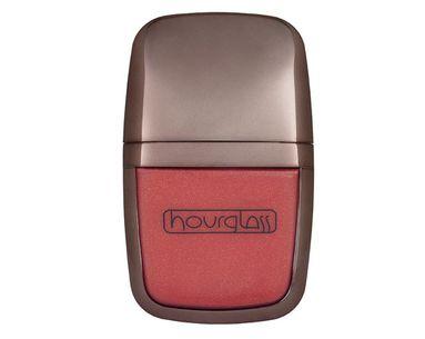 Chic, Sleek Gloss For Luscious Lips