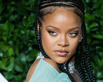 The Internet Is Freaking Out Over Rihanna's Bare-Faced Selfie—But Not for the Reason You Think