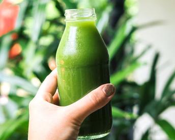 9 Reasons to Drink Celery Juice Tomorrow