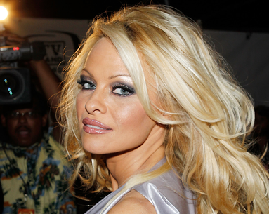 A Rare Pamela Anderson Makeunder Shows How Jaw-Dropping She Really Is