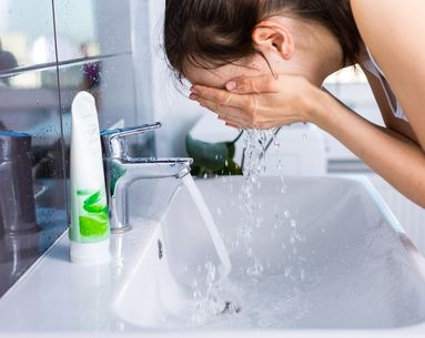 Reddit Users Found a Super Easy Hack for Avoiding Water Drips While Washing Your Face