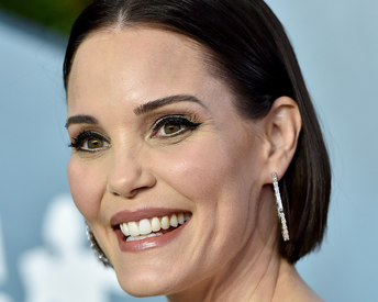 A Complete Breakdown of Leslie Bibb's Retro-Inspired Eye Look From the SAG Awards