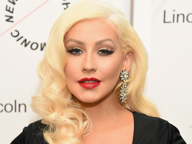 Christina Aguilera Shows Freckles With Makeup Free Photos