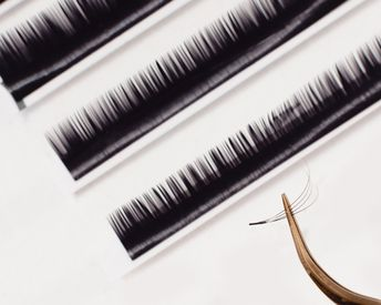 """Why """"Salt and Pepper"""" Eyelashes Might Be the Secret to Gorgeous-Looking Eyes"""