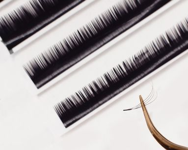 "Why ""Salt and Pepper"" Eyelashes Might Be the Secret to Gorgeous-Looking Eyes"