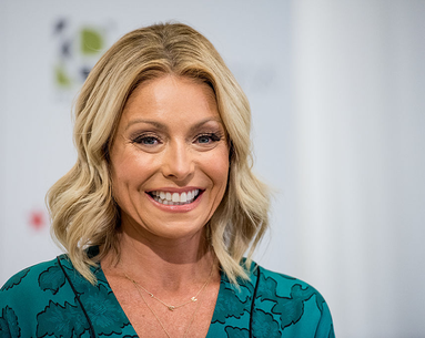 "The Crazy Reason Why Kelly Ripa ""Couldn't Smile"" for 6 Months"