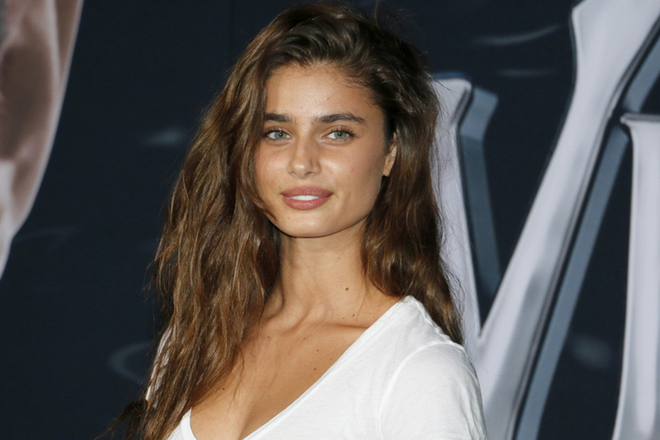 c7d1880fc8b47 Taylor Hill Shows Off Pimples In Bare-Face Selfie - NewBeauty