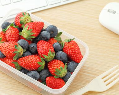 6 Essential Foods to Keep at Your Desk
