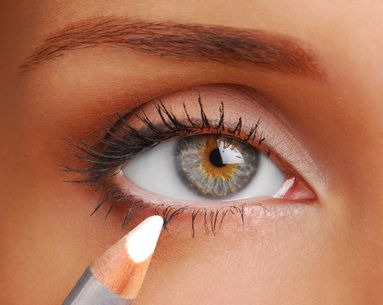 4 Common Mistakes Women Make With White Eyeliner