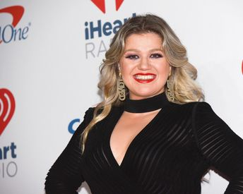 Kelly Clarkson's Makeup-Free Selfie Is the Realest Thing to Hit the Internet in a Long Time
