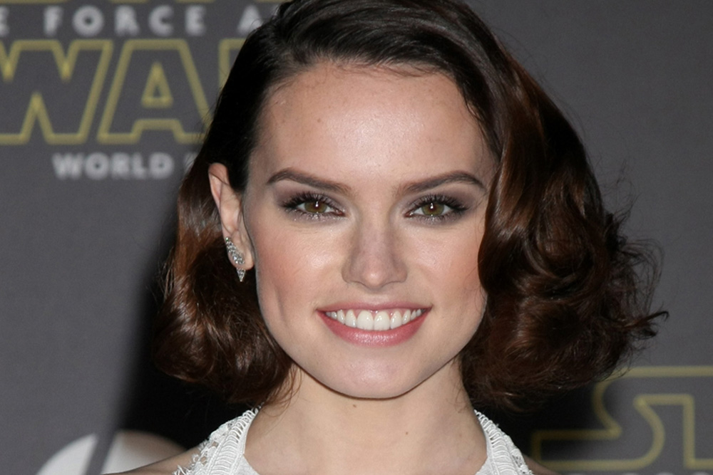 Daisy Ridley S Face Mask Mishap Is Another Reason To Be