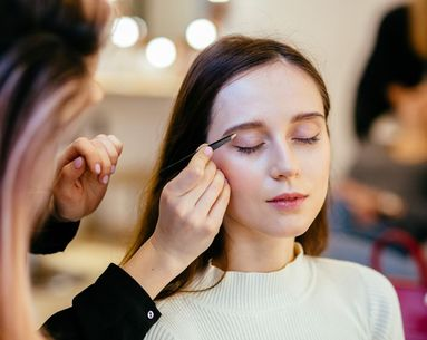 This Beauty Blogger's Tweezer Hack Creates the Perfect Sculpted Brow