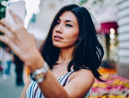 The beauty authority newbeauty theres actually a scientific reason why selfies look distorted fandeluxe Images