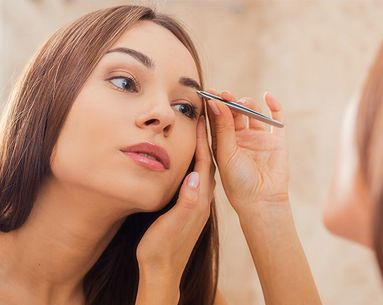 7 Eyebrow Mistakes Every Woman Makes According to Makeup Artists