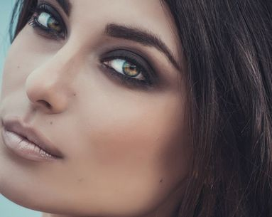 Using a Bottle Cap Could Be the Key to the Perfect Smoky Eye
