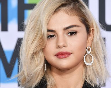 Selena Gomez Just Debuted a Shocking New Look at the AMAs