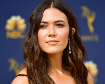 How Mandy Moore's Hairstylist Creates Those Signature 'Cool Girl' Waves