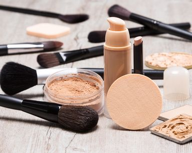 How to Know If You Should Be Using Powder, Liquid or Cream Foundation