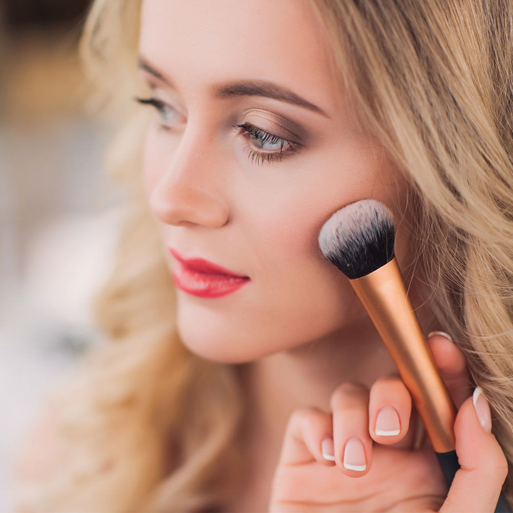 4 Makeup Tricks That Instantly Take Off 10 Years photo