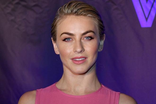Julianne Hough Short Hair Celebrity Dailybeauty The Beauty