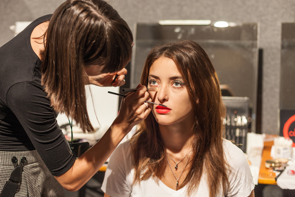 how to become a celebrity makeup artist
