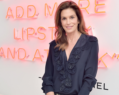 Cindy Crawford Just Posted a Makeup-Free Selfie and the Internet Is in Awe