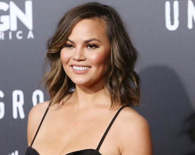 Here's a First Look At the Becca Cosmetics x Chrissy Teigen Makeup Palette
