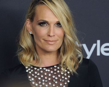 Molly Sims Trusts This One Foundation to Cover Up Her Skin Discoloration