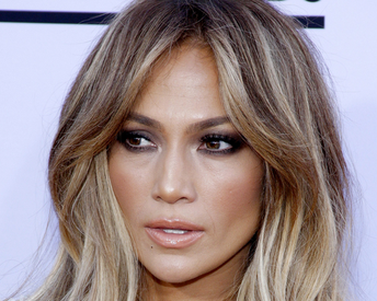 This Blogger's J. Lo Makeup Transformation Will Make You Do a Double Take