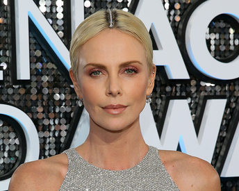 Charlize Theron Had the Most Epic Solution to Hiding Outgrown Roots at the 2020 SAG Awards