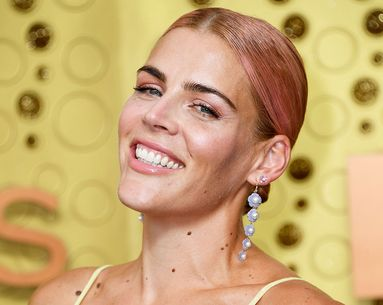 Busy Philipps Didn't Wear Foundation to the Emmys But She Did Wear This Clean Cream Blush